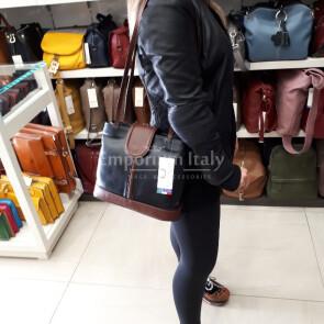 CARLA: borsa donna a spalla in pelle morbida, colore : NERO / MARRONE, Made in Italy
