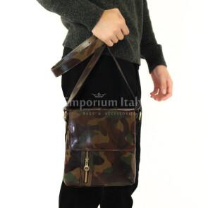 Borsa a tracolla da uomo in vera pelle stampata, mod LEO, colore MULTICOLORE / MIMETICO, MAESTRI, MADE IN ITALY.