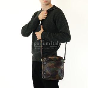 Borsa a tracolla da uomo in vera pelle stampata, mod LUKAS colore MULTICOLORE / MIMETICO, MAESTRI, MADE IN ITALY.