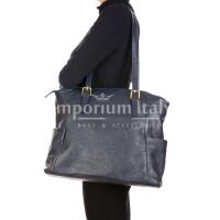 Borsa a spalla da donna in vera pelle CLERY, colore BLU, CHIARO SCURO, MADE IN ITALY