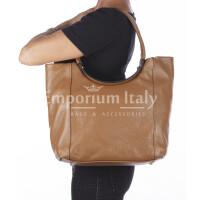 Borsa donna MATILDE a spalla in vera pelle morbida martellata, colore MIELE, CHIARO SCURO, Made in Italy